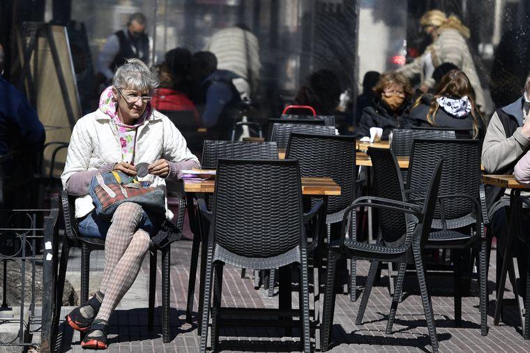 AUDIO: Se anticiparon y bares de Buenos Aires reabrieron este domingo.