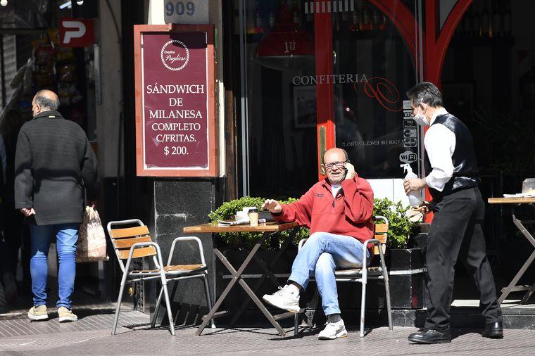 FOTO: Reabrieron bares y restaurantes en Buenos Aires.