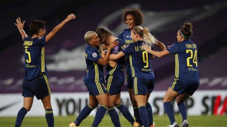 FOTO: Lyon venció a Wolfsburgo y se consagró campeón por séptima vez en Champions femenina