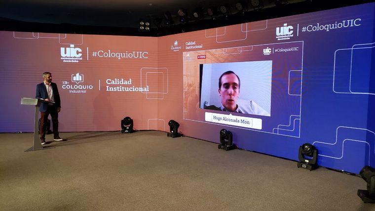 FOTO: Guillermo López presentó a Hugo Alconada Mon en su disertación en la UIC.