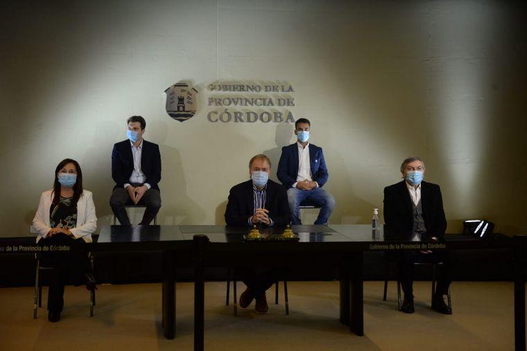 FOTO: Juan Schiaretti anuncia asistencia a afectados por los incendios