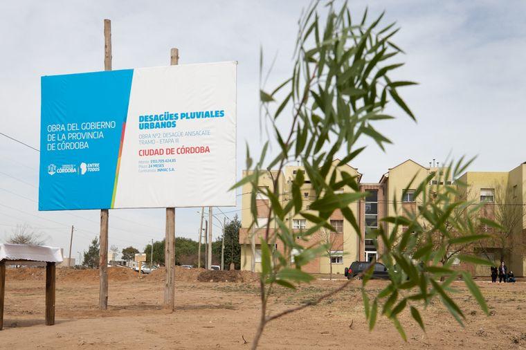 FOTO: Schiaretti inauguró desagüe en el sur de ciudad de Córdoba