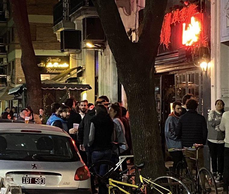 FOTO: Una multitud se congregó en los bares de Buenos Aires