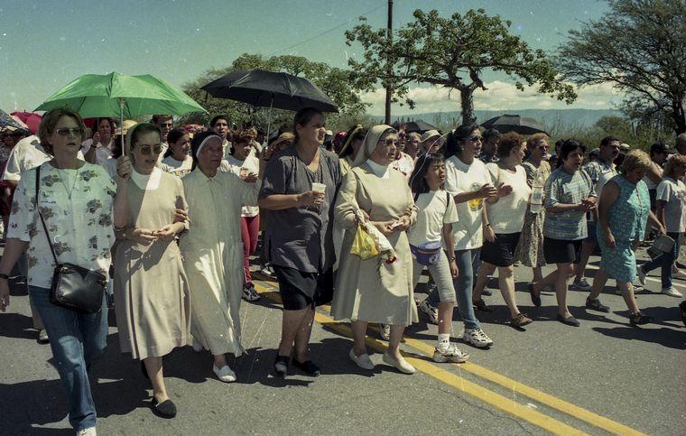 FOTO: Elías Morales, Martha Pelloni y Ada Rizzardo en una de las marchas en Catamarca.
