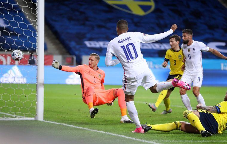 FOTO: Mbappé le dio la victoria a Francia por 1-0 ante Suecia.