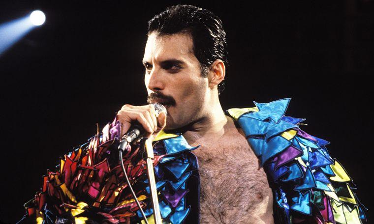 FOTO: Freddie Mercury se presentó en el estadio de Vélez Sarsfield en 1981.