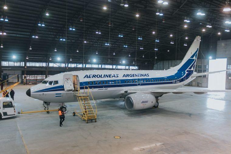 FOTO: Aerolíneas Argentinas presentó su avión retro pintado en Fadea.
