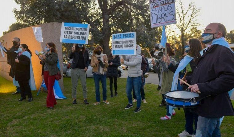 FOTO: Vecinos molesto con la llegada del Báez (FOTO: Conlagentenoticias.com)