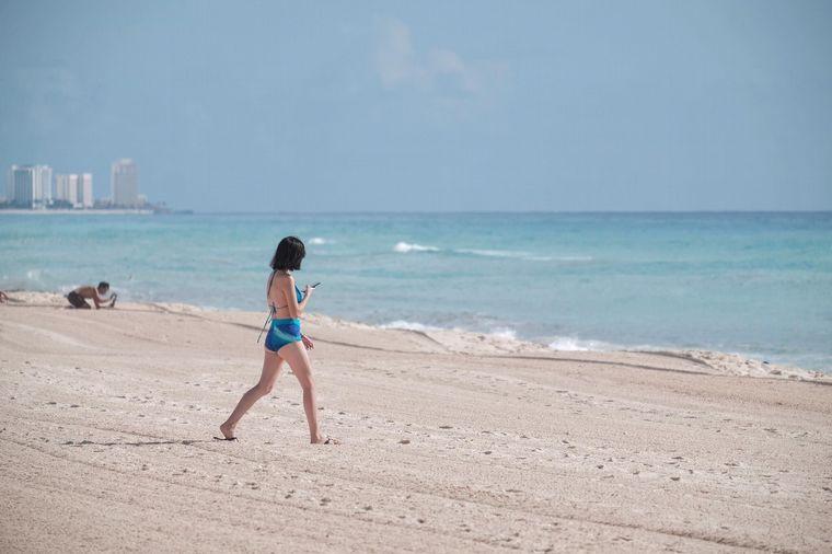 FOTO: Volvieron a habilitar a residentes y turistas las playas de Cancún.