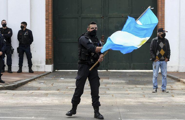 FOTO: La policía bonaerense lleva tres días manifestándose.