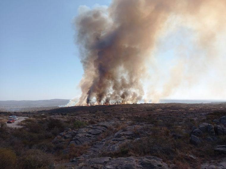 AUDIO: Se reavivó el incendio que habían contenido en Traslasierra