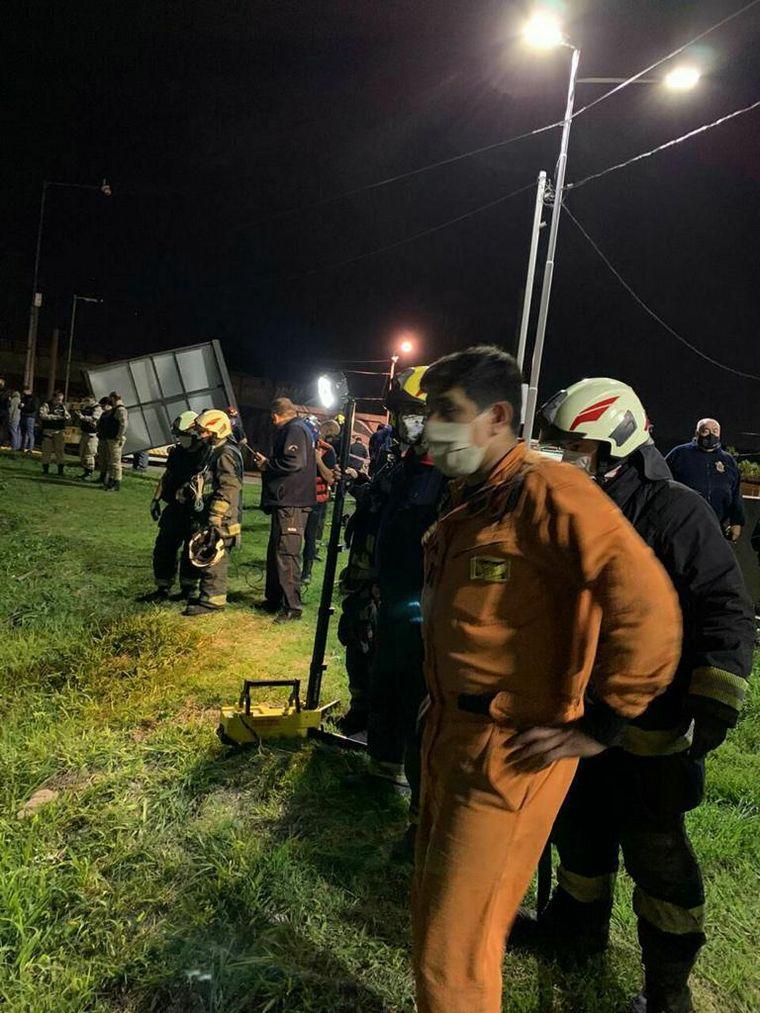 FOTO: Un auto cayó al Riachuelo y su conductor murió en el acto
