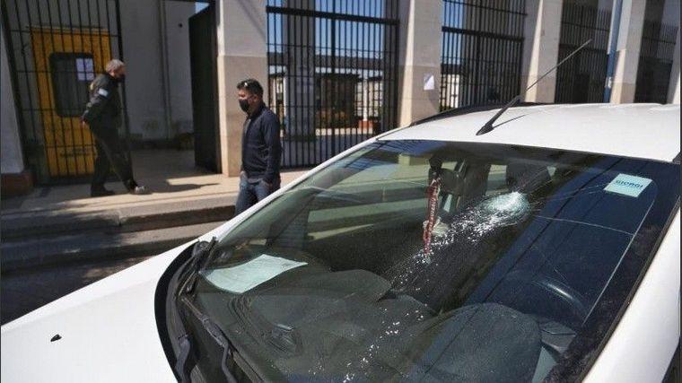 AUDIO: Feroz balacera frente al cementario La Piedad: un joven herido