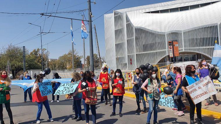 AUDIO: Jardines maternales protestan en la Legislatura de Córdoba