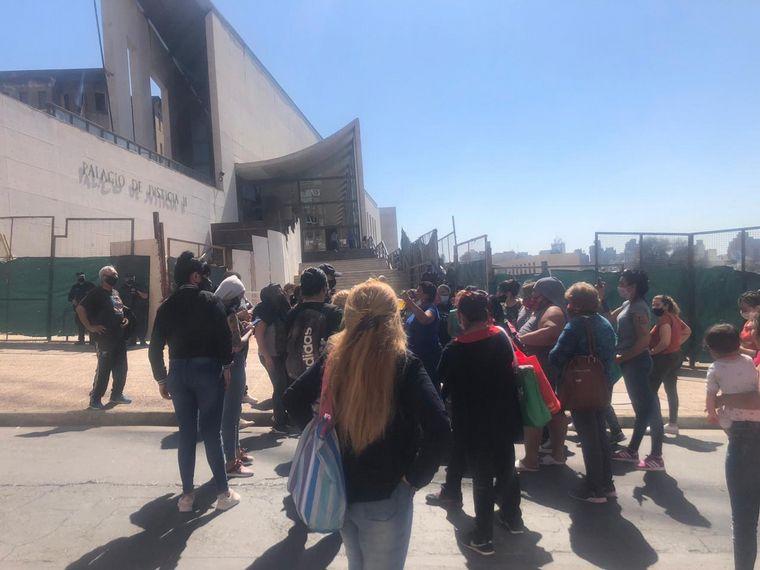 AUDIO: Familiares de detenidos en Bouwer protestan en Tribunales 2