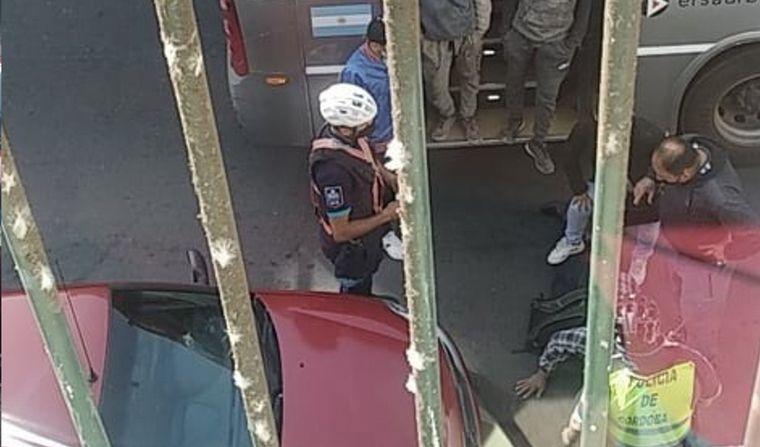 FOTO: Atraparon a ladrón en colectivo.