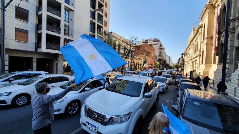 FOTO: Banderazo contra el Gobierno en el Patio Olmos