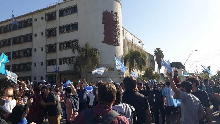FOTO: Banderazo contra el gobierno en San Luis.