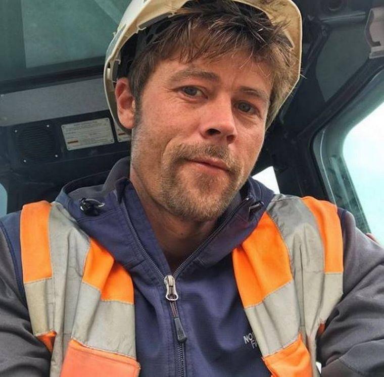 """FOTO: Brad Pitt tiene un """"gemelo"""" en Oxford, Inglaterra."""