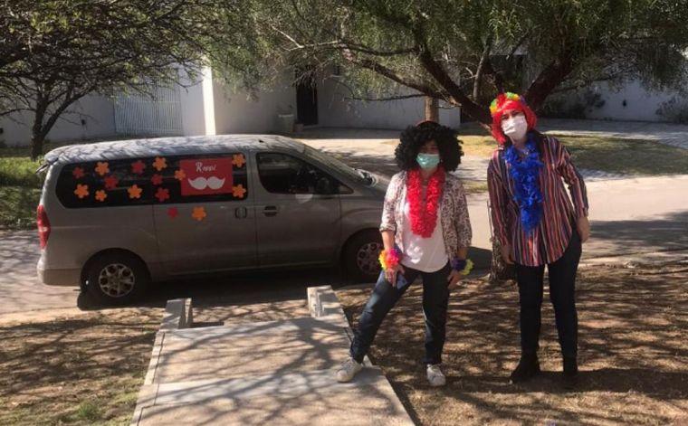 AUDIO: Maestras sorprendieron a sus alumnas con regalos y disfraces en Córdoba