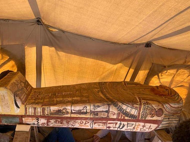 FOTO:  Hallan 27 sarcófagos de más de 2.500 años de antigüedad en Egipto