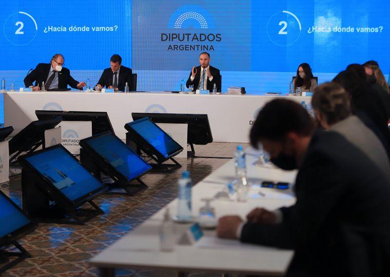 """FOTO: Guzmán subrayó la necesidad de """"fortalecer las reservas"""" internacionales del Central."""