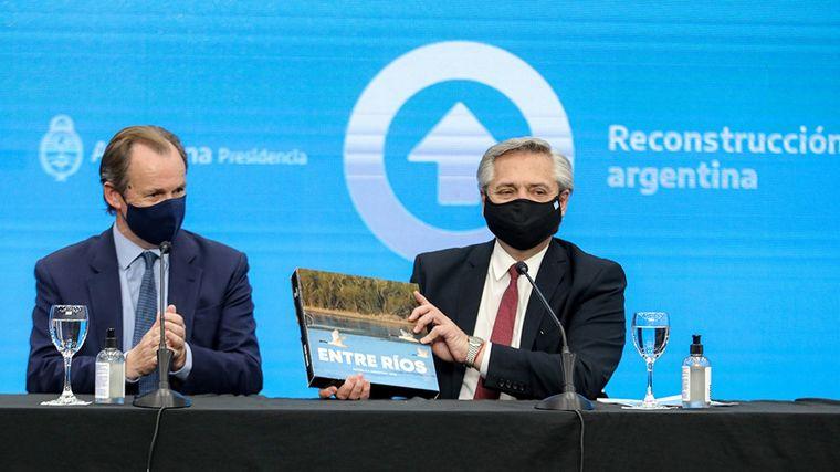 """FOTO: El Presidente pidió ahorrar en pesos"""" en beneficio de """"la producción""""."""
