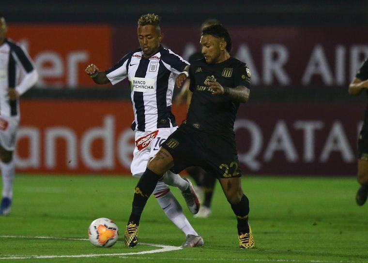 FOTO: El juvenil Tiago Banega grita el primer gol de Racing.