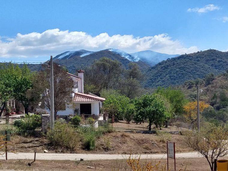 FOTO: Incendio en el cordón montañoso de La Paisanita.