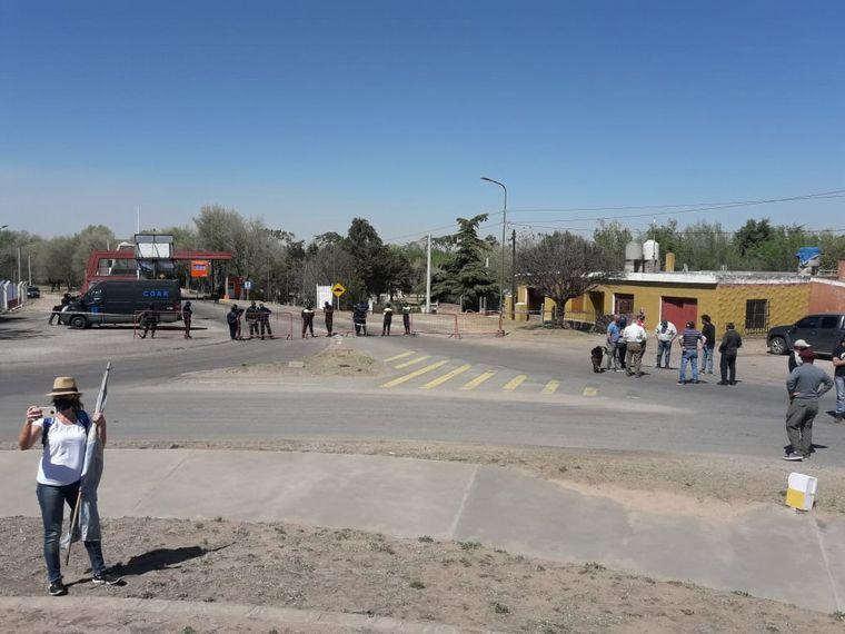 FOTO: Productores autoconvocados cortan acceso a San Luis