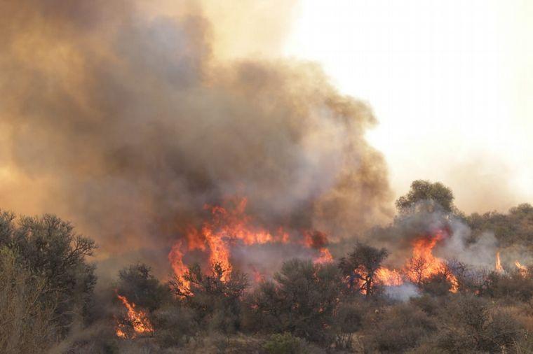 FOTO: Incendio en el Norte de Characato . Limite la Candelaria