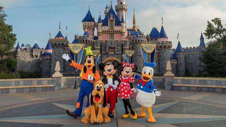 Disney despide a 28.000 empleados de sus parques