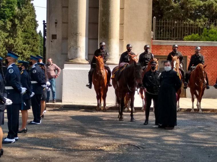 FOTO: Místico, el caballo del policía de la federal asesinado en Palermo