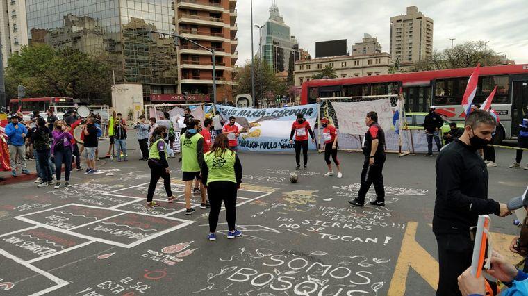 """AUDIO: El fútbol amateur protestó con un """"picadito"""" en el Centro"""