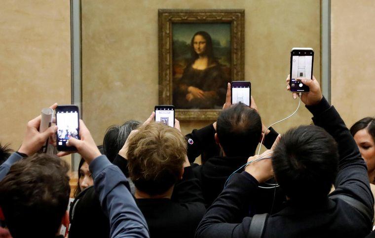FOTO: La Gioconda se exhibe en el museo Louvre
