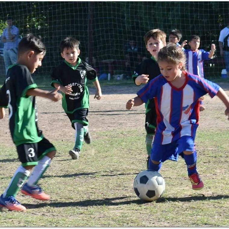 FOTO: Felicitas Flores, tiene sólo 7 años y se perfila como una promesa del fútbol