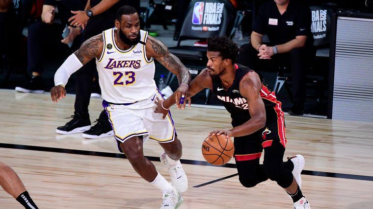 FOTO: Jimmy Butler, la gran figura del tercer juego entre Miami y los Lakers.