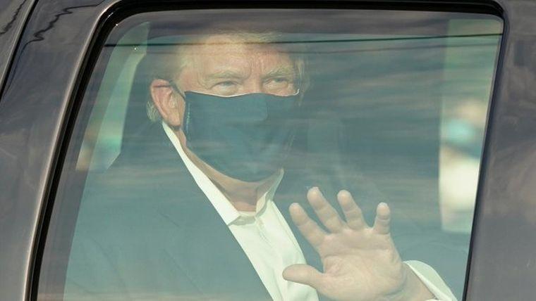 FOTO: Trump se quitó el barbijo ni bien llegó a la Casa Blanca.