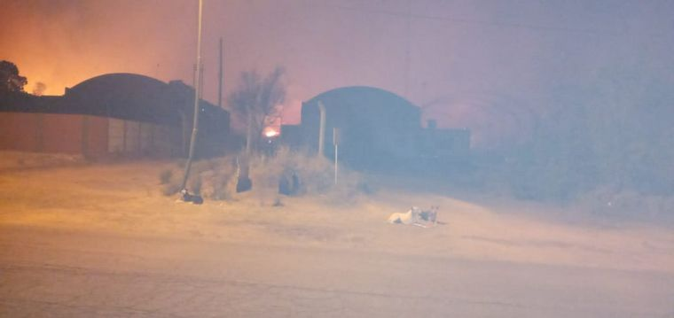FOTO: Altercado entre y policías de La Punilla por los incendios