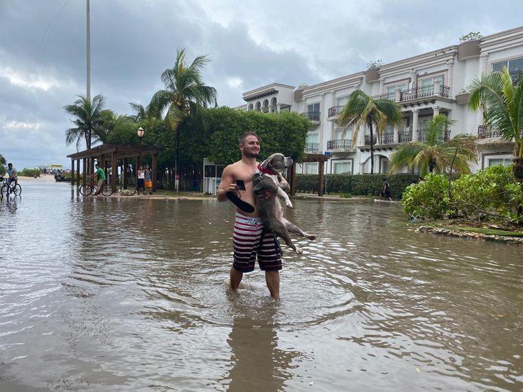 FOTO: El paso del huracán Delta en Playa del Carmen, México