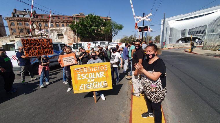AUDIO: Transportistas escolares reclamarán una Ley de Emergencia frente a la Legislatura