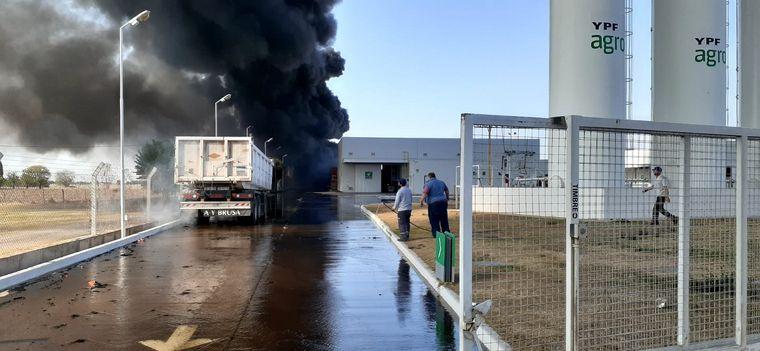 FOTO: Incendio en un depósito de gasoil de YPF Agro en Córdoba.