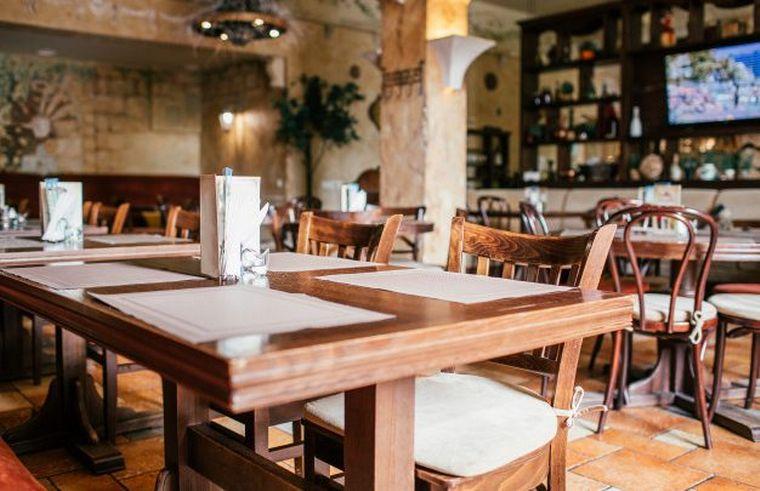 FOTO: Hoteles y restaurantes, los que más descendieron con una baja interanual de 56%.