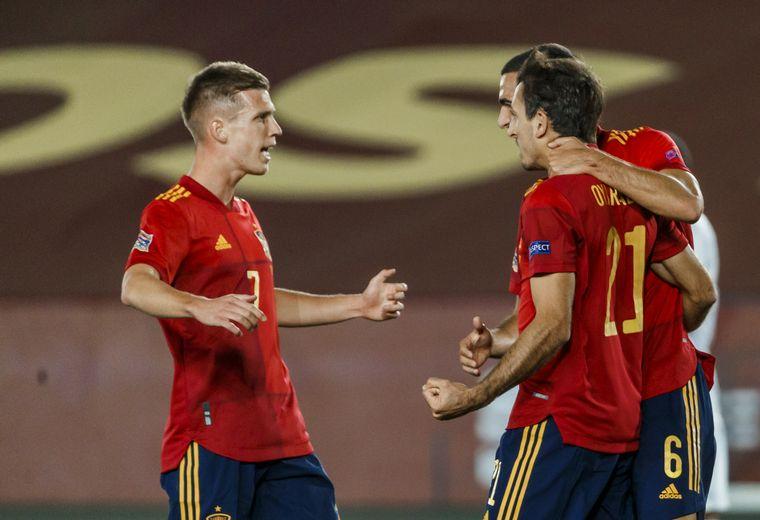 FOTO: España le ganó a Suiza y se afianzó en la cima del Grupo 4.