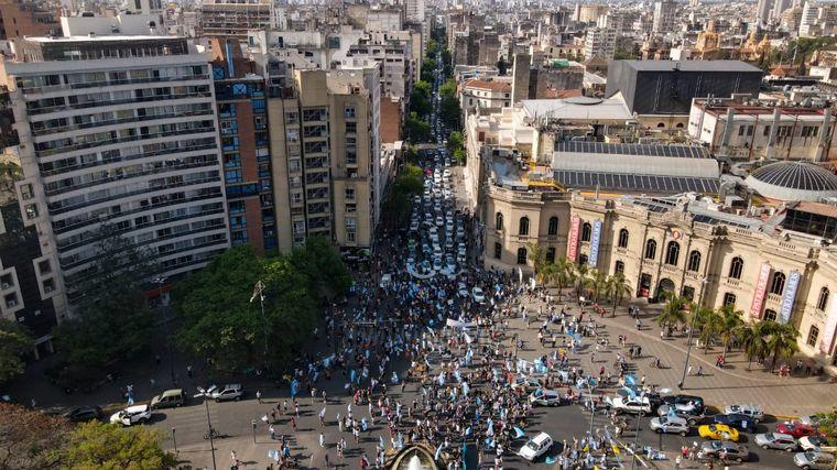 FOTO: Multitudinario banderazo en Córdoba