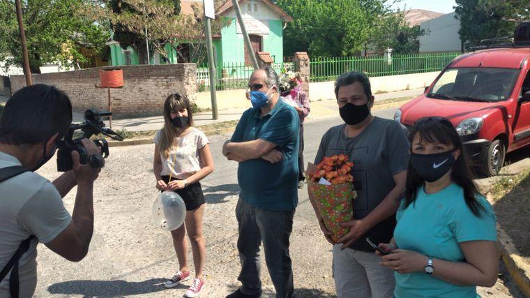 AUDIO: Con torta y distancia, festejaron los 100 años de su vecina en Santa María de Punilla