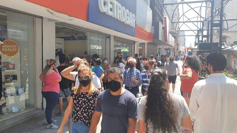 FOTO: Compras en el centro de Córdoba por el Día de la Madre