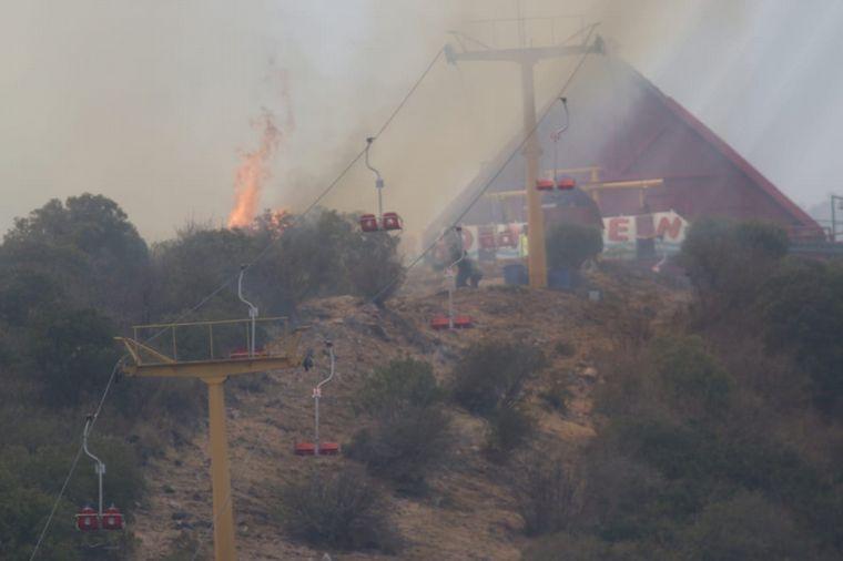 FOTO: El fuego azotó el lunes por la tarde la zona de Los Cocos.