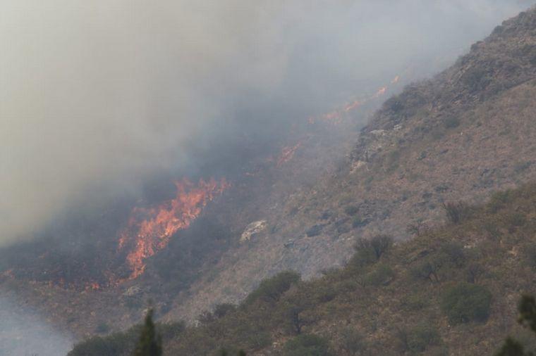 AUDIO: Bomberos custodiaban este martes la zona de incendios tras las lluvias