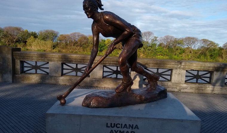 FOTO: Vandalizaron estatuas de deportistas en Buenos Aires